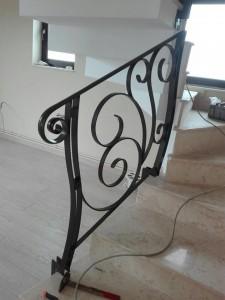 atelier46-balustrada-cu-stalp-din-platbanda