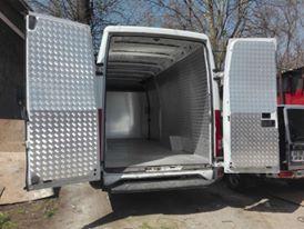 atelier46-capitonari-autoutilitare-cu-aluminiu